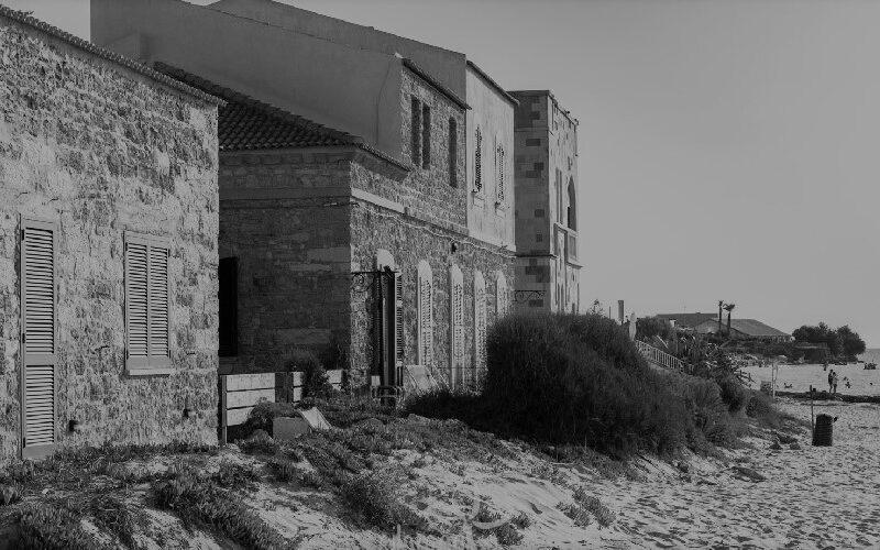 """Ars, via libera al """"𝗡𝘂𝗼𝘃𝗼"""" 𝗰𝗼𝗻𝗱𝗼𝗻𝗼 𝗲𝗱𝗶𝗹𝗶𝘇𝗶𝗼 𝗶𝗻 𝗦𝗶𝗰𝗶𝗹𝗶𝗮 𝗽𝗲𝗿 𝗮𝗯𝘂𝘀𝗶 𝗶𝗻 𝘇𝗼𝗻𝗲 𝘀𝗼𝘁𝘁𝗼𝗽𝗼𝘀𝘁𝗲 𝗮 𝘃𝗶𝗻𝗰𝗼𝗹𝗼 𝗿𝗲𝗹𝗮𝘁𝗶𝘃𝗼: ma non passa la sanatoria in riva al mare"""